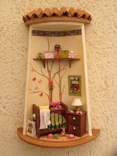 Tejas decoradas                                                                                                                                                                                 Más Fairy Crafts, Diy And Crafts, Crafts For Kids, Clay Houses, Ceramic Houses, Handmade Wall Clocks, Clay Fairy House, Clay Wall Art, Doll House Crafts