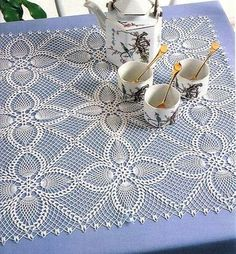 Square motifs for napkin and tablecloth