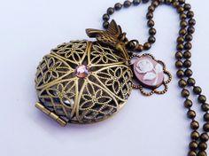 Filigrane Medaillon Halskette Bettelkette Kamee von Schmucktruhe, €22.00