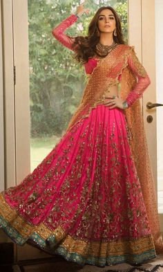 Here are the latest Pakistani bridal lehenga choli designs which includes different styles of choli, mid-length kurti, knee length kurti and long kurti with lehenga. Latest Bridal Dresses, Desi Wedding Dresses, Indian Bridal Outfits, Pakistani Bridal Dresses, Indian Designer Outfits, Indian Dresses, Designer Dresses, Pakistani Couture, Pakistani Engagement Dresses