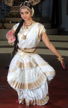 Get the latest articles on styles,tips and trends from the world of Indian Fashion Costume Jewellery. Dance Photography Poses, Dance Poses, Tribal Fusion, Dance Outfits, Dance Dresses, Bhavana Actress, Indian Classical Dance, Beautiful Women Pictures, Indian Girls