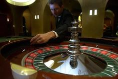 Versuchter Überfall auf Casino! Täter hat mit der Gegenwehr des Angestellten nicht gerechnet!!