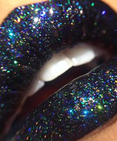 CHERRY ON TOP || for the glitter obsessed. Tag a friend who would love this! Shop glitters link in bio. Fabulous Rtist: @makeupkey_ #glitterrealm .