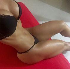 @angelitahera takes a POV S-curve belfie selfie