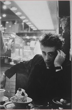 Dennis Stock, James Dean in Diner, New York, 1954 James Dean, Classic Hollywood, Old Hollywood, Hollywood Images, Hollywood Actresses, Dennis Stock, East Of Eden, History Of Photography, Vintage Photography