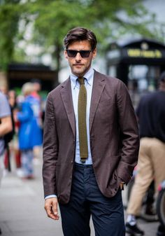 Head over to the English capital with us as we keep up with all the best street style looks outside the shows at the London Fashion Week Men's spring/summer 2019 shows. Milan Men's Fashion Week, Cool Street Fashion, Stock Pictures, Stock Photos, Street Style Looks, Royalty Free Photos, Suit Jacket, Mens Fashion, Olivia Palermo