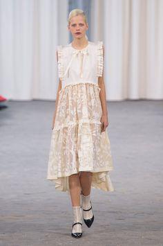 Veronique Branquinho at Paris Fashion Week Spring 2017 - Runway Photos