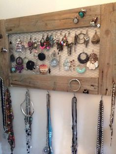 Incredibly Incredibly Necklaces all embellished, rings on which you do not arrive to r . Jewelry Rack, Jewelry Holder, Jewellery Storage, Jewellery Display, Jewelry Organization, Organisation Ideas, Storage Ideas, Diy Home Decor, Room Decor