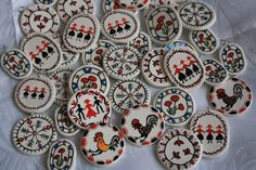 martisoare traditionale 2015 002 Decor Crafts, Diy And Crafts, Baba Marta, Polymer Clay Crafts, Paper Cutting, Decorative Plates, Projects To Try, Traditional, Beads