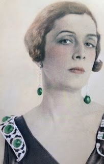 Princess Bibesco wearing her famous emeralds. Emerald cabochon and diamond tiara / necklace. ~ Property of the Princess Bibesco, a Roumanian Princess who was a writer of romantic novels who lived on the Ile Saint Louis in Paris. Royal Crowns, Royal Tiaras, Tiaras And Crowns, Royal Jewelry, Emerald Jewelry, Antique Jewelry, Vintage Jewelry, Diamond Tiara, Crown Jewels