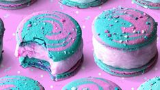 Sweet dreams are made of these. Who are we to disagree?<< I haven't tried this method but it looks interesting, also you can print out macaron sheets to get perfect circles Baking Recipes, Cookie Recipes, Dessert Recipes, Baking Desserts, Baking Ideas, Just Desserts, Delicious Desserts, Yummy Food, Fancy Desserts