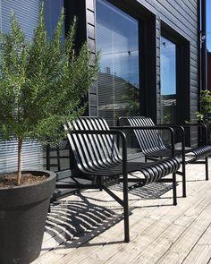 """170 tykkäystä, 12 kommenttia - Piia Kalliomäki (@piiakalliomaki) Instagramissa: """"Finally ❤. Our new Hay Palissade-chairs arrived to home ❤ #pienitalohki #terrace #urbangarden…"""""""