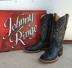 New Johnny Ringo #boot styles just in time for #fall ! #fallboots #fallfashion #johnnyringoboots #sothread #atx — at Southern Thread @ The Domain.