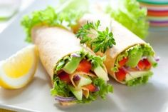 Veggie wraps - Tomato cucumber and lettuce - add a slice of meat meals 300 calories or less Menu Vegetariano, Healthy Lunches For Kids, Kids Meals, Healthy Snacks, Healthy Eating, Healthy Breakfasts, Clean Eating, Vegan Lunches, Chicken Wraps