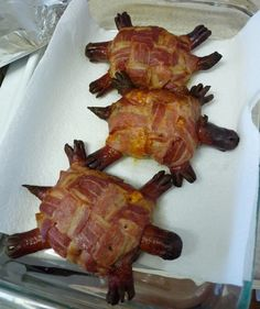 Bacon Cheese Turtleburgers - for the meat eating hubby. Ground beef pattie topped with sharp cheddar cheese, wrapped in a bacon weave shell with hot dog head, legs and tail. Cute Food, Good Food, Yummy Food, Tasty, Paleo Food, Yummy Recipes, Turtle Burger, Bacon Weave, Beste Burger