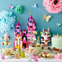 Сервировка стола на день рождения: 55 вдохновляющих идей для незабываемого праздника http://happymodern.ru/krasivaya-servirovka-stola-55-foto-zalog-uspeshnogo-dnya-rozhdeniya/ Детский праздник для самых маленьких - это, прежде всего, много красок, а еще - сказочная атмосфера