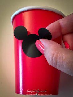 Aniversário Mickey - Parte II Copos decorados com vinil (Silhouette Cameo)  Mickey Party: use vinyl in paper cups (Silhouette Cameo)