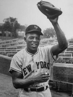 New York Giants Baseball Player Willie Mays Premium Photographic Print Throwback to NY days. Baseball Scoreboard, Baseball Tips, Giants Baseball, Baseball Photos, Baseball Cards, Baseball League, Baseball Socks, Baseball Stuff, Sports Baseball