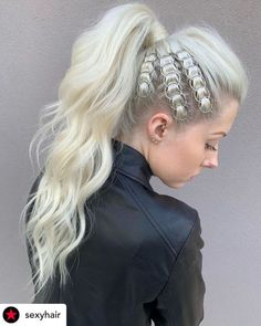 15 Incredibly Cute New Year's Eve Hairstyles 2020 (Tutorials Included) A blinged-out ponytail with r Half Up Hairstyles Easy, Casual Hairstyles, Straight Hairstyles, Cool Hairstyles, Medium Hairstyle, Hair Medium, Sleek Ponytail, Piercings, Hair Hacks