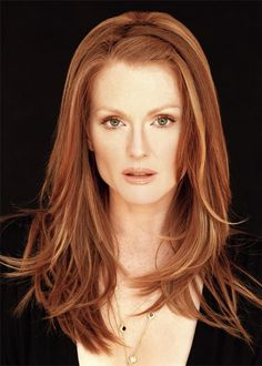 A collection of the more mature hairstyles of Julianne Moore. Julianne Moore (born December is an Emmy- and Golden Globe-winning and . Julianne Moore, Blonde With Red Highlights, Red To Blonde, Hair Highlights, Coiffure Hair, Foto Top, Looks Style, Great Hair, Gorgeous Hair