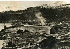 Rogaland fylke Stavanger Hinna. Bil, buss og noen hus. Foto:B.Line. Stempletc1958. Utg Sauda Bok og Papirhandel