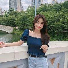 교복입구 학생 상황극을 하니 괜히 젊어진 기분이지 뭐요 ~ ^^ ~ 곧 26이라니 ~^^ ^^^^^^^^ ~~ 참~~나~ Ulzzang Fashion, Korean Fashion, Korean Photo, Pretty Korean Girls, Ulzzang Korean Girl, Uzzlang Girl, Cute Comfy Outfits, Insta Photo Ideas, Cute Blouses
