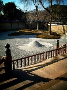 Todai-ji, Kyoto More famous gardens in Kyoto Japanese Rock Garden, Zen Rock Garden, Japanese Gardens, Zen Gardens, Dry Garden, Japanese Design, Japanese Style, Japanese Lifestyle, Japan Garden