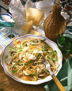 Gemüse-Vollkornspaghetti | http://eatsmarter.de/rezepte/gemuese-vollkornspaghetti