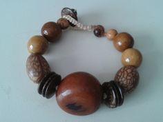 Biojoia - Linda pulseira de jarina marrom, paxiuba, madeira e discos de coco. R$ 30,00