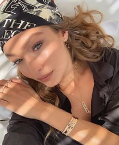 Want more affordable jewelry? Gigi Hadid's Jewelry Style could be for you - the brand ambassador for Messika Jewelry. Celebrity Jewelry, Celebrity Outfits, Celebrity Style, Bella Hadid, Rihanna, Beyonce, Helena Christensen, Scarf Hairstyles, Summer Hairstyles