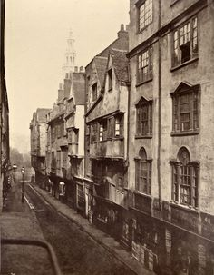 Wych St, Spitalfeilds, approx. 1880s. Something so familiar for me about archaic old London. I'm convinced I had past lives in the East End.
