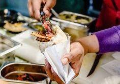 Wie spannend die Füllung für simple Fladenbrote sein kann, zeigt das Hungry Guy. Ein quirliger Ort voller Lebensfreude und multikultureller Kulinarik im Ersten.