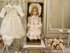Atelier de Léa (@atelier.miniature) • Photos et vidéos Instagram Girls Dresses, Flower Girl Dresses, Wedding Dresses, Flowers, Photos, Instagram, Fashion, Miniature Dolls, Atelier