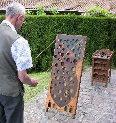 Jeux d'autrefois - Location Animation Jeux anciens en bois à Mérignies dans le Nord Pas de Calais Diy Yard Games, Diy Games, Backyard Games, Outdoor Games, Wood Projects, Woodworking Projects, Outside Games, Wood Games, Traditional Games