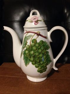 Portmeirion Pomona Teapot or Coffee Pot Large (White Sweetwater Grapes)