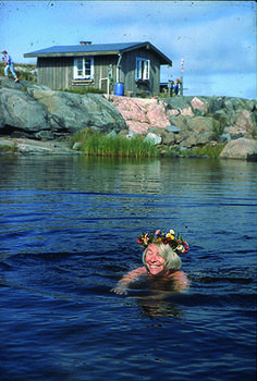 Summer in Klovharu island, Finland. Tove Jansson is the author of the Mumin troll books and Klovharun was her summer cottage on an island in the Finnish archipelago. Tove Jansson, Helsinki, Moomin Books, Moomin Valley, All Nature, Fauna, Photo Postcards, Archipelago, Scandinavian