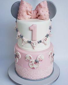 Baby Girl Birthday Cake, Baby Girl Cakes, First Birthday Cakes, Teen Birthday, Bolo Mickey Baby, Minnie Mouse Cake, Mickey Mouse, Minnie Mouse Birthday Decorations, Minnie Mouse 1st Birthday