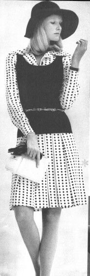 Vogue 1972 Gunilla Lindblad Photo by JP Zachariasen Working Girls, Office Attire, Dress For Success, Skirt Pants, 1970s, Personal Style, Cool Outfits, Girls Dresses, Mini Skirts