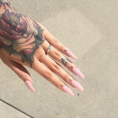 Nails and finger tattoo Love Nails, How To Do Nails, Pretty Nails, My Nails, Pink Nails, White Nails, Piercing Tattoo, Piercings, Hp Tattoo