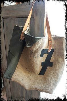 Cabas réalisé avec des toiles recyclées comme, pour l'extérieur: la jute beige issue de sac à graine légèrement imprimé, d'une toile militaire coton kaki, le tout agrément - 16573378