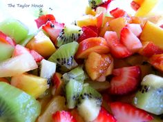 Fruit Salsa with Homemade Cinnamon Chips Recipe! {yum} #summer #recipes
