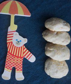 Disse deilige kjeksene er et supert mellommåltid, en deilig snack, flotte å ha med i matpakken eller i vesken. Ja, for de smaker faktisk fantastisk godt. Disse kjeksene passer derforfor hele familien. De er søtet med dadler og bananer og er myke og gode for små babymunner. Babykjeks:  Du trenger: 2 dl hvetemel 1 Sugar Free, Snacks, Cookies, Desserts, Mini, Food, Baby, Crack Crackers, Tailgate Desserts