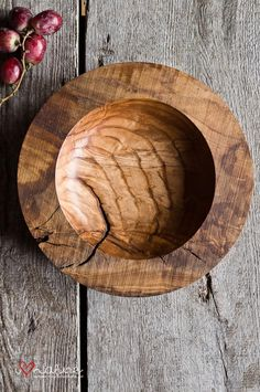 Handcrafted ash bowl [Interesting treatment on the rim of this bowl; I'd like to see this turn in the real] Lathe Projects, Wood Turning Projects, Wood Projects, Woodworking Projects, Wooden Plates, Wood Bowls, Wood Lathe, Wooden Kitchen, Plates And Bowls