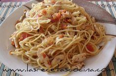 Espaguetis con pollo y tomate natural, receta saludable -  ¡Buenas tardes!. Hoy os traigo esta receta de espaguetis con pollo y tomate para esas ocasiones especiales en la que queremos sorprender a nuestra pareja. Sin duda alguna, la pasta puede resultar indigesta y algo pesada por la noche, pero como es para una cena romántica, tendremos un segundo... - http://www.lasrecetascocina.com/2012/12/14/espaguetis-con-pollo-y-tomate-natural-receta-saludable/