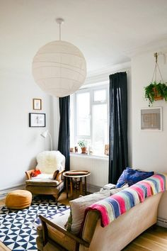 Having small living room can be one of all your problem about decoration home. To solve that, you will create the illusion of a larger space and painting your small living room with bright colors c… Small Living Room Design, Small Living Rooms, Home Living Room, Living Room Designs, Living Room Decor, Apartment Living, White Apartment, Apartment Curtains, Apartment Interior