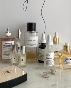 Classy Aesthetic, Beige Aesthetic, Beauty Care, Beauty Skin, Beauty Makeup, Skin Care Routine 30s, Oily Skin Care, Beauty Essentials, Skin Makeup