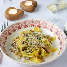 Best vegetarian recipes: Papardelle with shallots, wild mushrooms and tarragon reciperedmagazine Pea Recipes, Best Vegetarian Recipes, Vegetarian Dinners, Veggie Recipes, Crowd Recipes, Couscous Salad Recipes, Risotto Recipes, Easy Pasta Recipes, Pasta With Wild Mushrooms