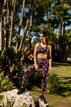 Full-length And Full-on Flamingo With Tikiboo's Moai Tiki Leggings Will Certainly Stand Out In The Gym! The Dark Base Is Overlaid With Exotic Birds And Cherries, Creating A Playful Summer Vibe. Exotic Birds, Cherries, Summer Vibes, Overlays, Flamingo, The Darkest, High Waist, Confidence, Base