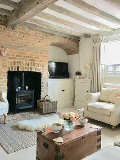 50 Cottage Decoration To Update Your Home - Modern Country Cottage Living Room, Cottage Shabby Chic, Country Cottage Interiors, Modern Cottage Decor, Country Dining Rooms, Cute Cottage, Shabby Chic Living Room, Home Modern, Living Room Modern