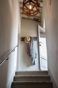 Casa Emilio. Montestigliano Farmhouse | Photo © Francesca Pagliai [Staircase. Scale]